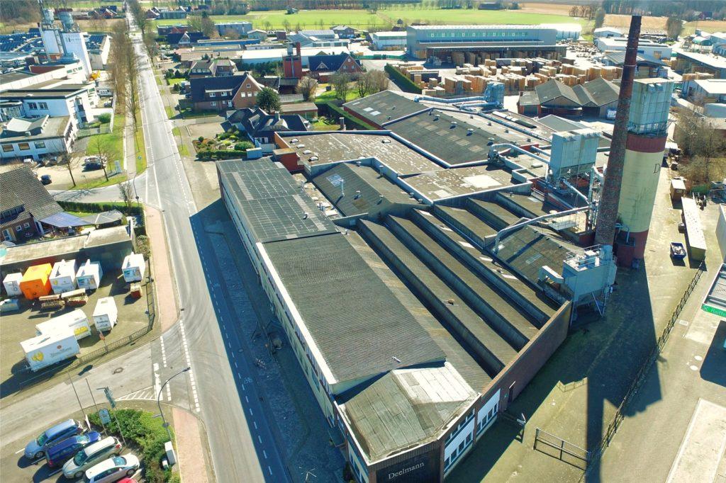Deelmann im März 2018 aus der Luft. Im Juli 2020 gibt es eine neue Nutzung für die Hallen und die Dächer werden zur Solarstromproduktion genutzt.