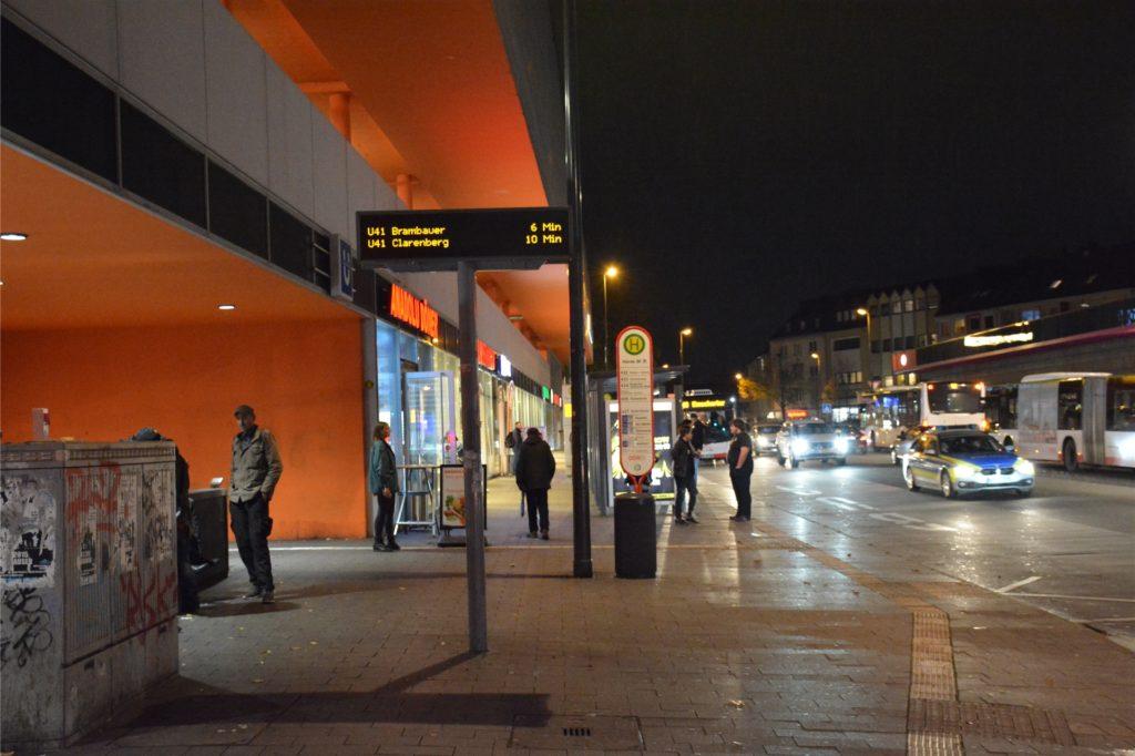 Am Hörder Bahnhof und am Friedrich-Ebert-Platz gibt es schon seit Jahren eine Trinkerszene. Die ist für fast alle Händler in Hörde ein Ärgernis.
