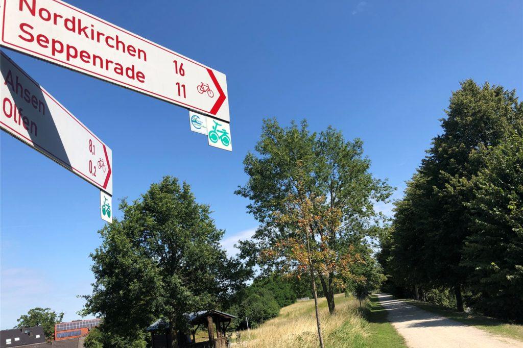 Schon jetzt führen ein Radweg und der Hohe-Mark-Wanderweg über die Alte Fahrt in Olfen. Geht es nach den Plänen von vier Kommunen, könnte hier auch bald ein asphaltierter Radschnellweg verlaufen.