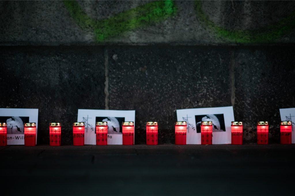 """Vor dem 10. Jahrestag der Massenpanik bei der Loveparade, bei der 21 Menschen sterben, fand die """"Nacht der 1000 Lichter"""" statt."""