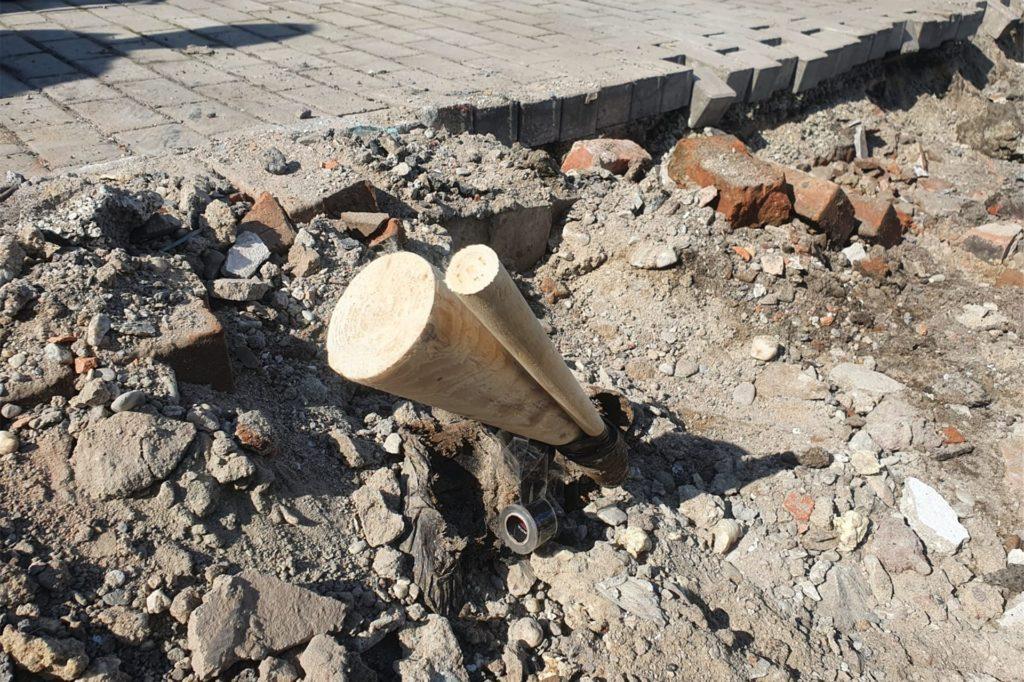 Die beschädigte und mit Holzkeilen abgedichtete Gasleitung.