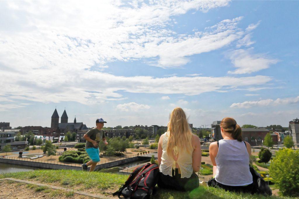 Von der Spitze der grünen Pyramide genießen Besucher einen weiten Blick über das LAGA-Gelände und die Gronauer Innenstadt.