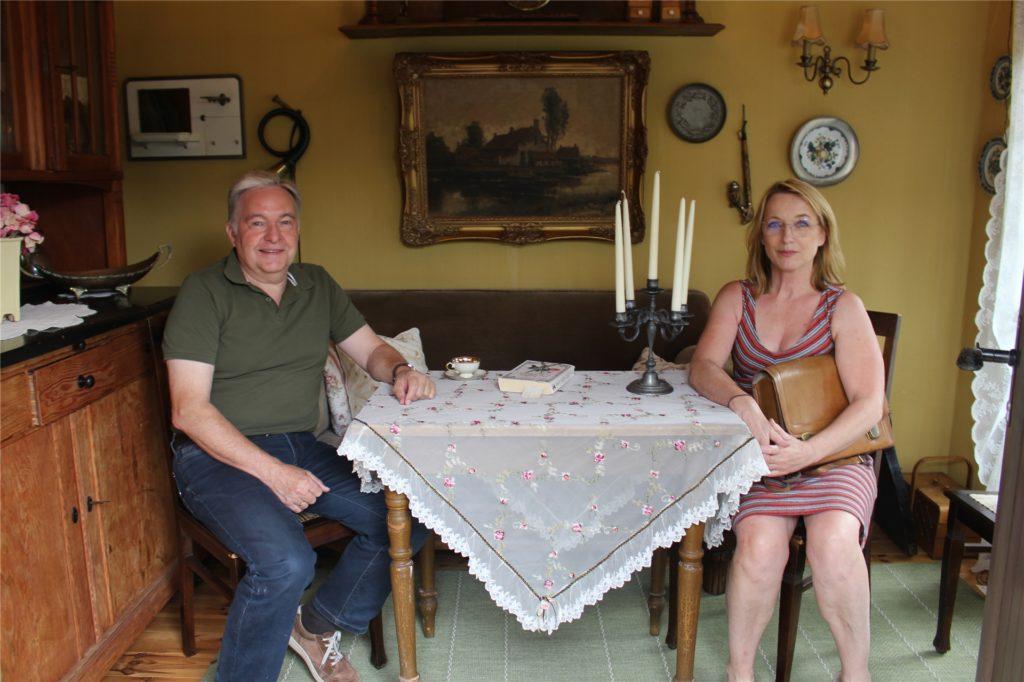 """In der """"Jagdhütte"""" sorgen Antiquitäten für den Charme einer traditionellen """"Guten Stube""""."""