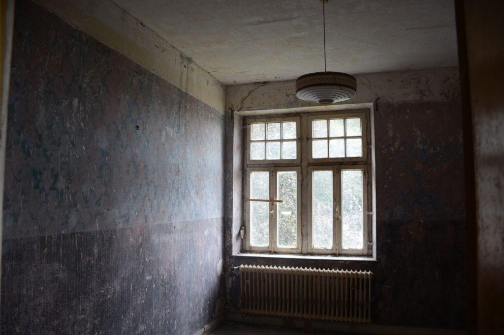 Blick in ein Zimmer im Obergeschoss. Im ganzen Haus ist noch viel zu tun.