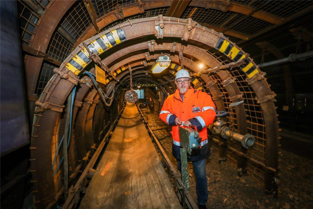 """Bei regelmäßigen Führungen können Besucher das """"Montanium"""" mit einer virtuellen Bergbau-Erlebniswelt erkunden."""