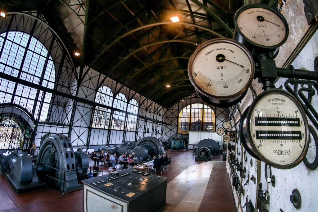 Nach umfangreicher Restaurierung erstrahlt die historische Maschinenhalle von Zeche Zollern in neuem Glanz.