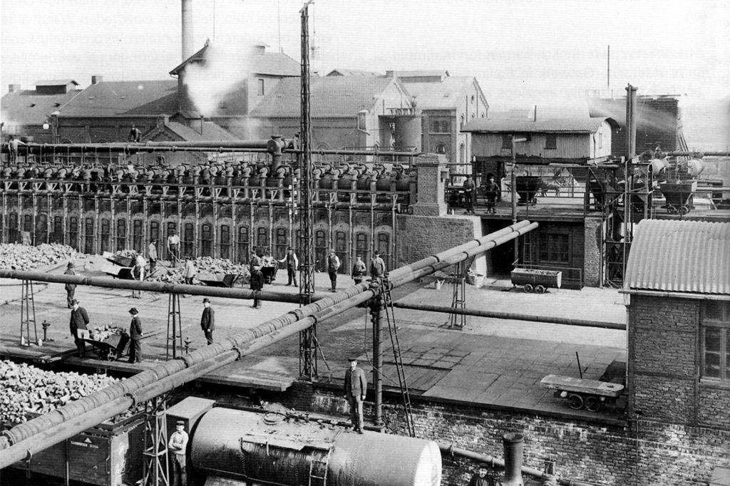 Die Zeche Kaiser Friedrich besaß eine Großkokerei mit 200 Öfen und ab 1913 eine Benzolfabrik. 1925 wurde das Bergwerk stillgelegt, die Kokerei blieb noch bis 1930 in Betrieb.