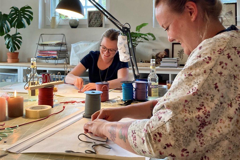 In den Workshops von Nicole Kasan und Dagmar Knappkötter-Esch können sich Menschen zum nähen, basteln und kreativsein treffen.