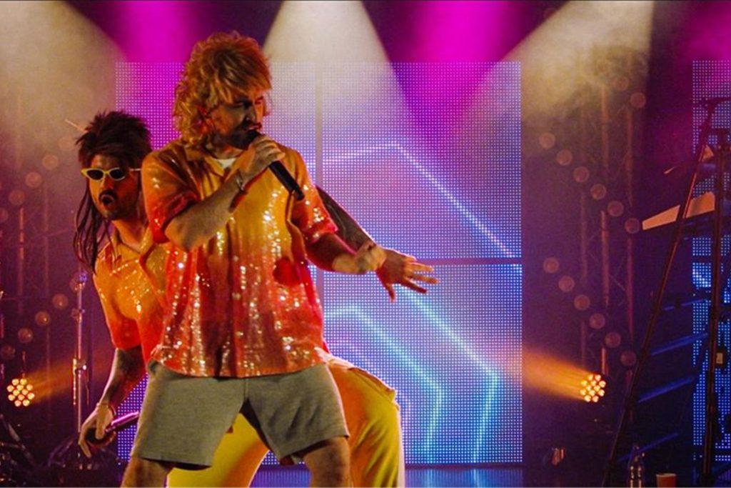 Die beiden Sänger Nico Sallach (vorn) und Kevin Ratajczak beim letzten Song zum Wacken World Wide.