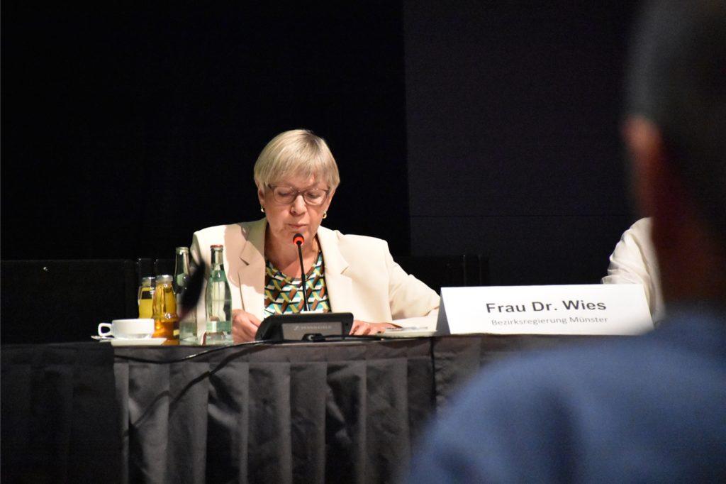 Dr. Christel Wies von der Bezirksregierung Münster musste sich scharfe Kritik gefallen lass.