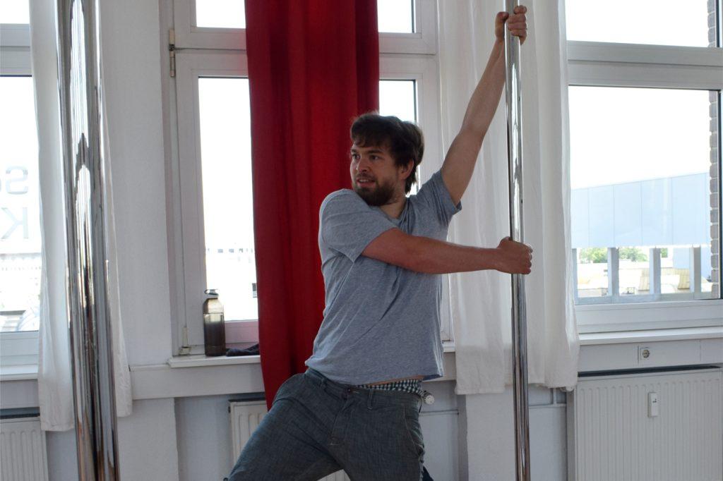 Nicht immer hatte ich während der Pole-Dance-Trainingsstunde ein Lächeln auf den Lippen.
