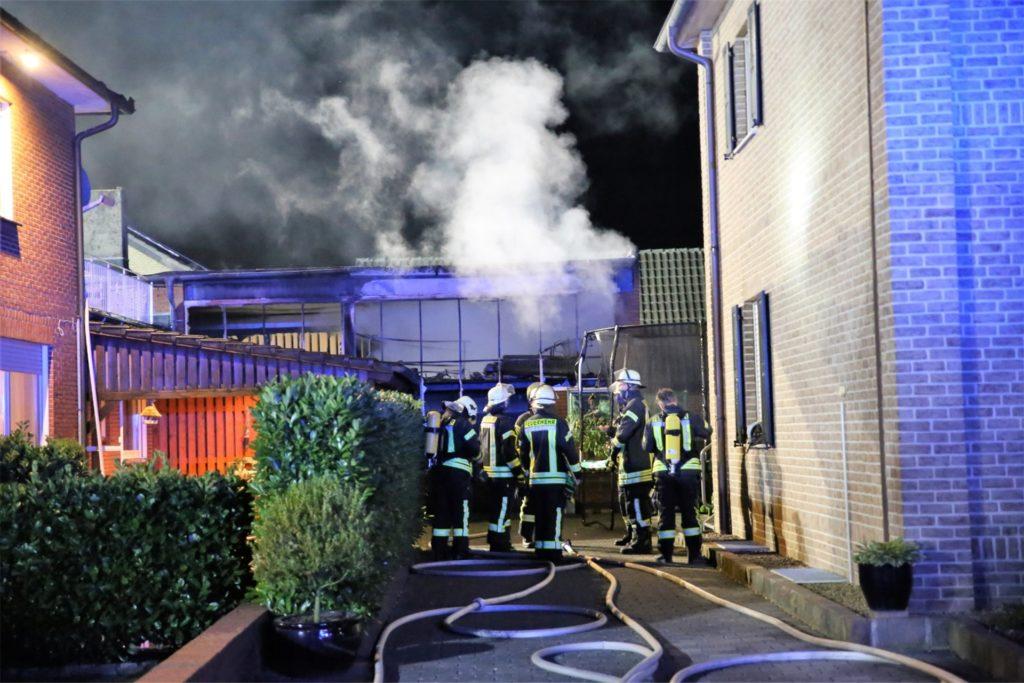 Bei einem Feuer in der Werkstatt eines ehemaligen Landmaschinenbetriebs an der Bischof-Tenhumberg-Straße mitten in Lünten sind nach ersten Schätzungen und 100.000 Euro Sachschaden entstanden.