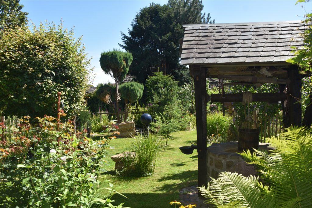 Für das kräftige Grün im Garten von Heinz und Brigitte Strotmann sorgen Brunnen- und Regenwasser.