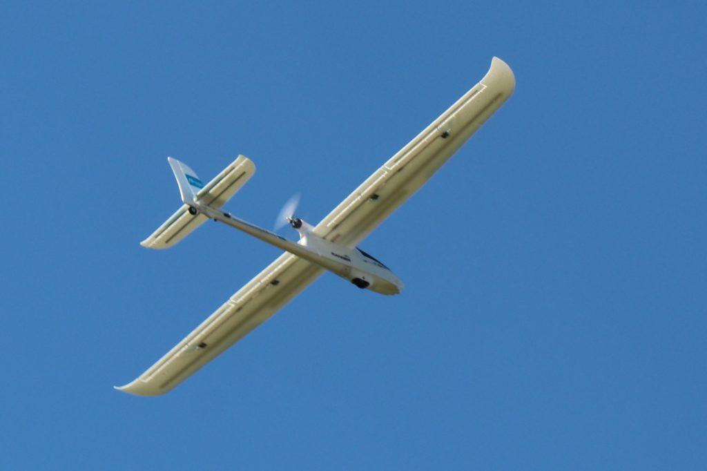 Dieser Modellsegler hat seinen Propeller hinten und kein Fahrwerk. Für Einsteiger macht beides den Starts und Landungen einfacher.