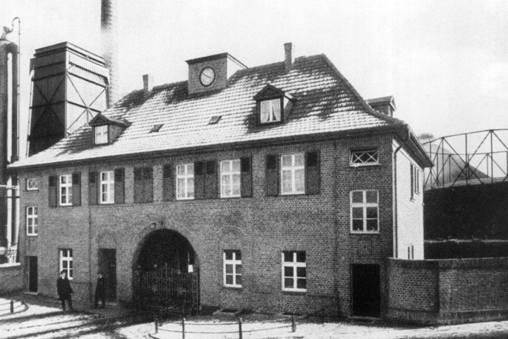 Das Eingangsgebäude zur Kokerei Kaiser Friedrich um 1920