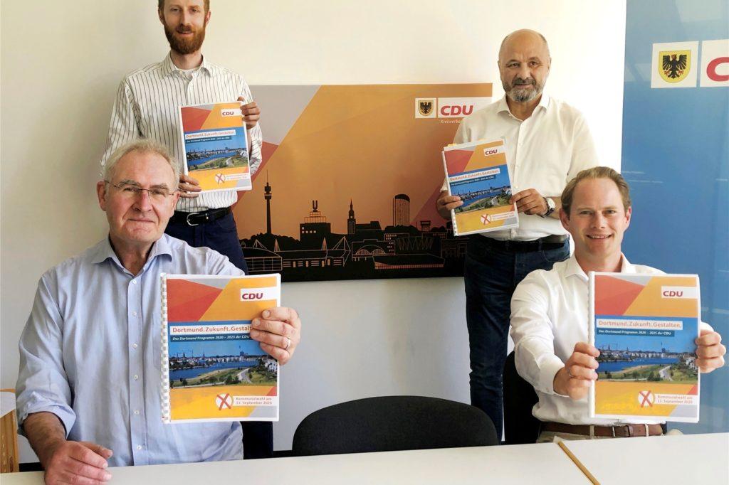 Die drei Hauptautoren des CDU-Kommunalwahlprogramms und Spitzenkandidaten für den Rat Ulrich Monegel (v.l.), Dr, Jendrick Suck und Uwe Waßmann sowie Parteichef Steffen Kanitz.