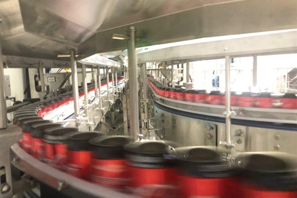 120.000 Dosen laufen bei Coca-Cola in Dorsten pro Stunde vom Band.