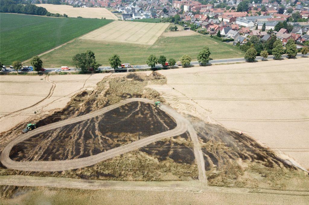 Bei dem Feldbrand an der Lünener Straße im Juni 2019 konnten die Einsatzkräfte den Brandherd vom Boden aus nicht sehen.