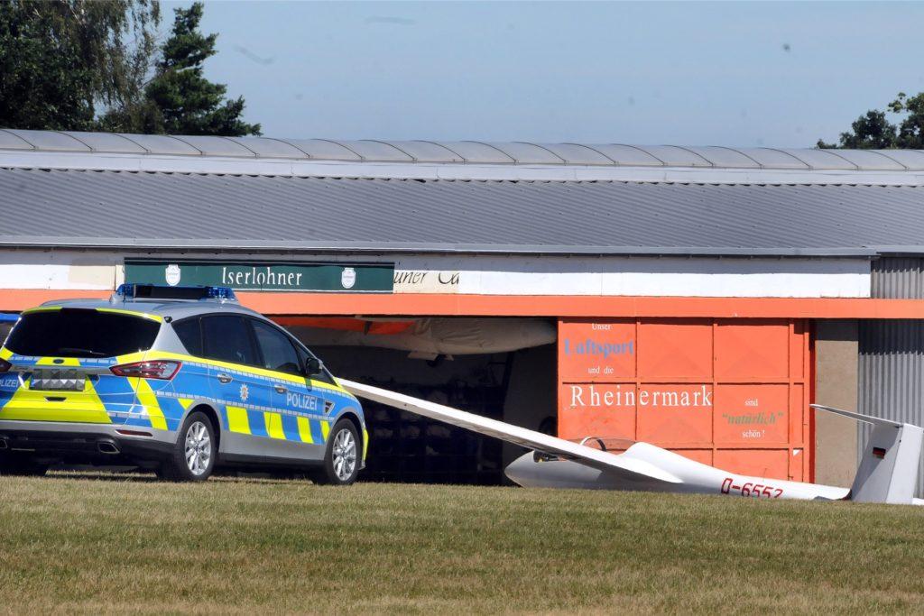 Die Polizei Iserlohn nahm nach dem tödlichen Flugunfall ihre Ermittlungen auf dem Gelände des Luftsportvereins Ruhr-Lenne Rheinermark auf.