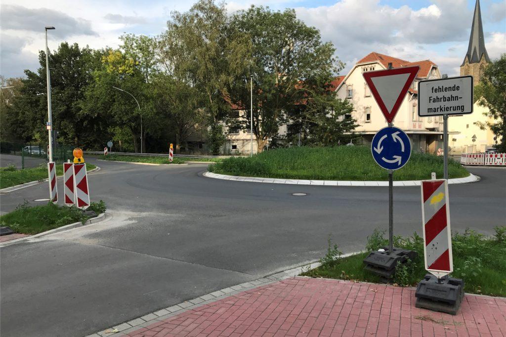 So sieht der Kreisverkehr an der Einmündung zum Becklohhof aus. Eine Stolperfalle gibt es hier nicht.