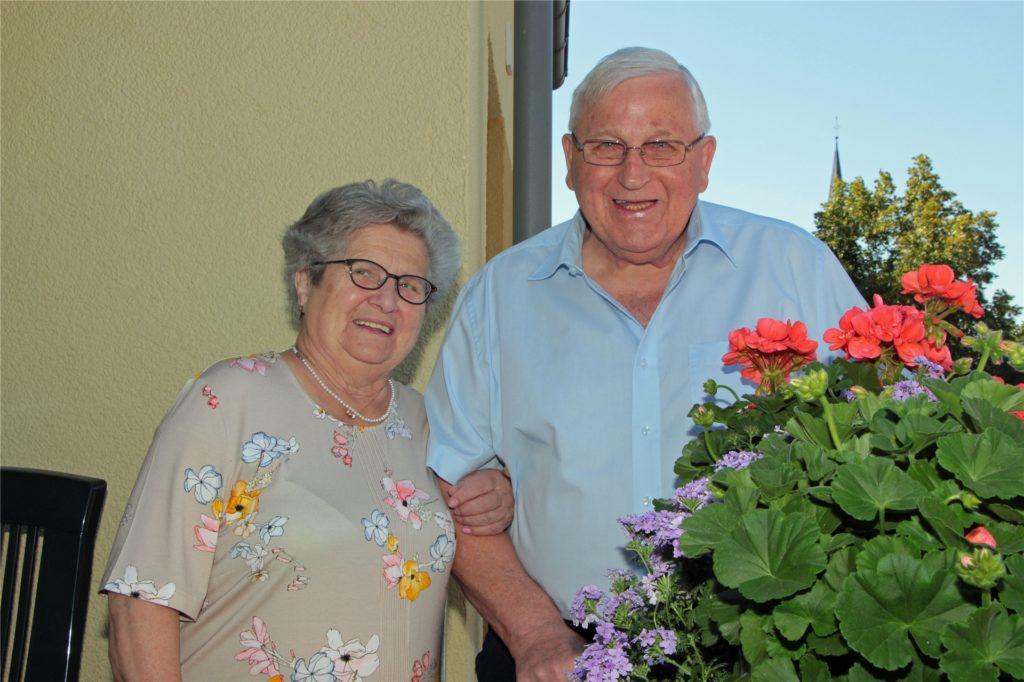 Statt des großen Gartens pflegen Regina (85) und Wilhelm (82) Mors nur noch die Balkonblumen.