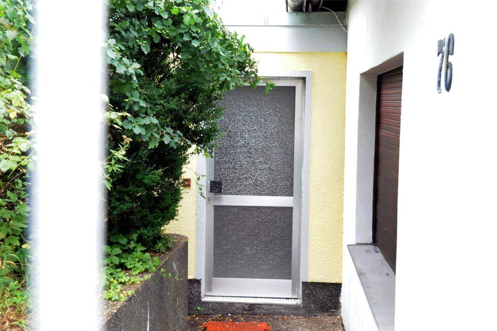 Tagelang waren die Türen versiegelt. Danach wurde das Haus offenbar in größerem Stil geleert.