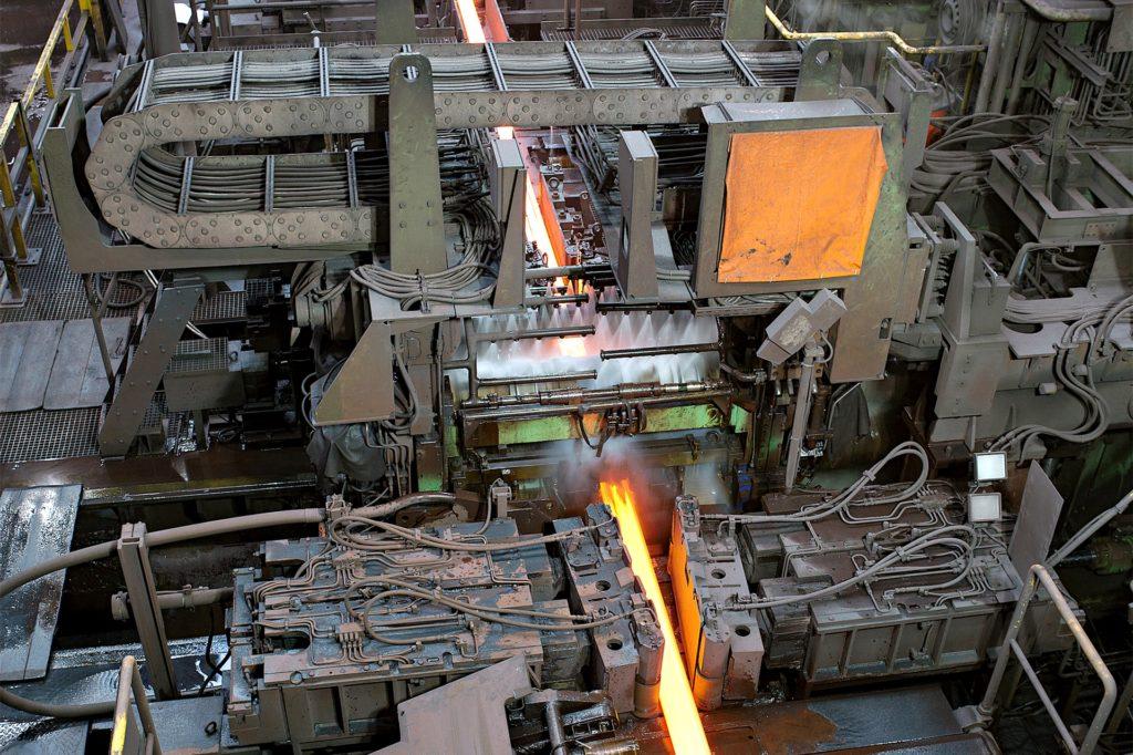 Hier wird glühender Stahl geformt: Das Walzwerk von Hoesch Schwerter Profile im Jahre 2012.
