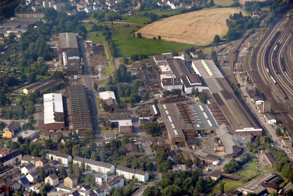 Fast so groß wie ein Stadtteil sind die Anlagen von Hoesch Schwerter Profile und des Schwesterunternehmens Hoesch Schwerter Extruded Profiles, die sich vom Bahnhof bis hin nach Wandhofen erstrecken.