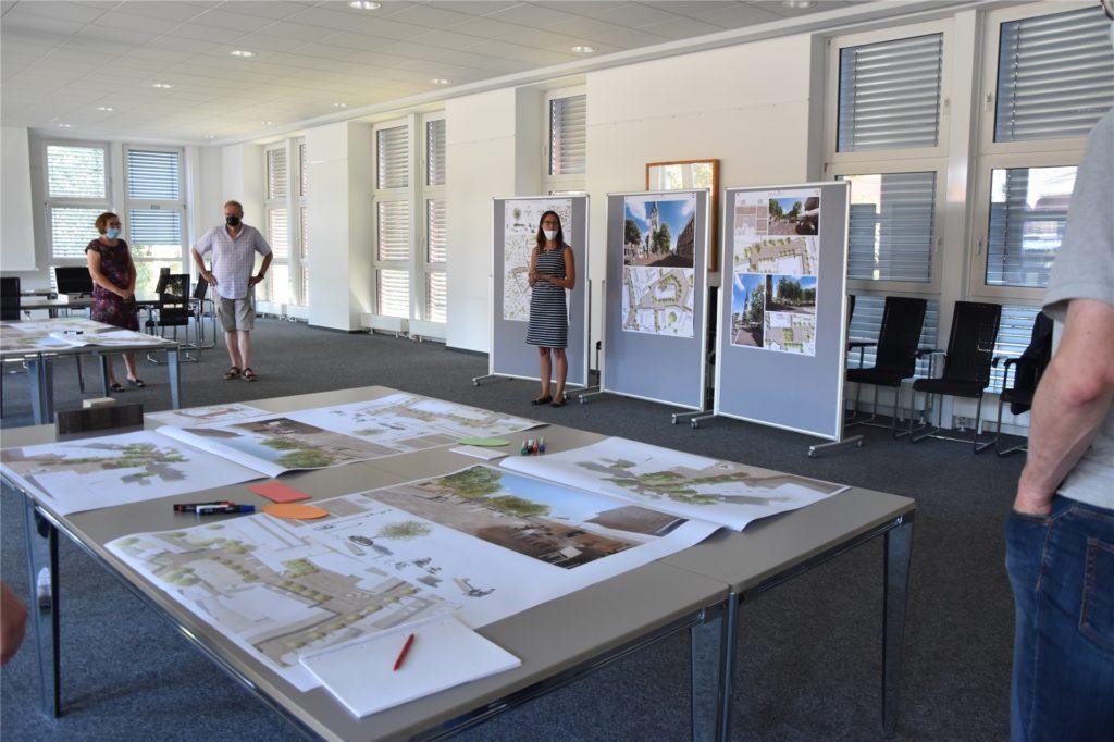 Gesche Ahmann von der Bauverwaltung der Gemeinde Aschenberg gab allen Teilnehmern eine kurze Einführung.