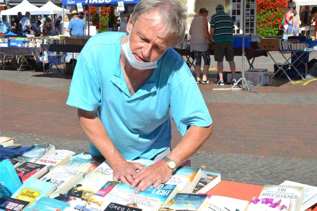 Thomas Curtin aus Schwerte bediente auf dem Halterner Büchermarkt die Krimi-Fans.