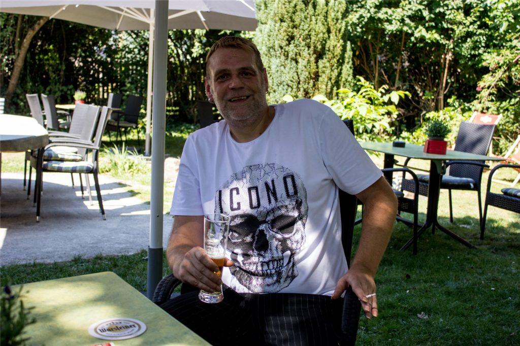 Helmut war bereits bei Corny Stammgast. Am Samstag war er offenbar der erste Gast im neu-eröffneten Haus Oe.