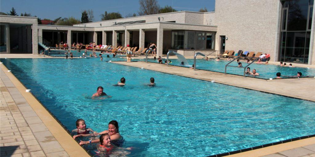 Das Solebad in Werne ist schon in den frühen Morgenstunden am Sonntag gut besucht. Im Solebecken gilt bereits ein Einlassstopp um 8 Uhr.