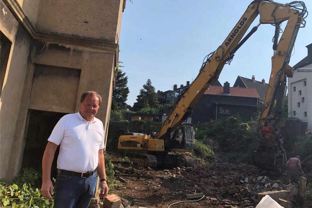 Abbrucharbeiten an der Bergstraße 31: Architekt Burkhard Sibbe plant hier ein Acht-Parteien-Haus.