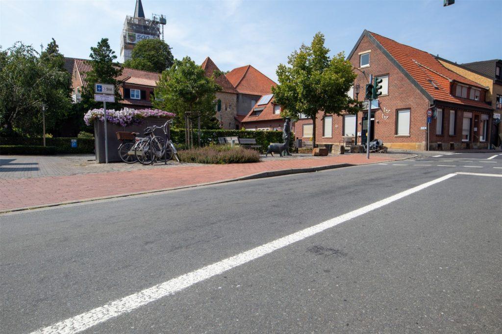 """Ein Abbiegen auf den Parkplatz ist aus Richtung Heek kommend """"dank"""