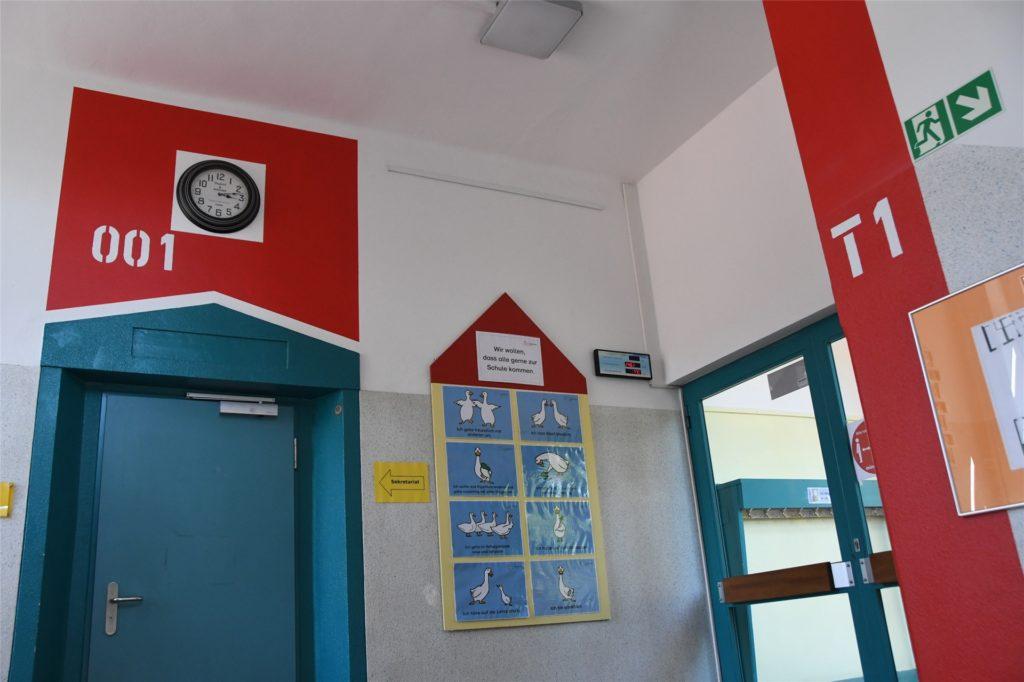 Auch die Treppenhäuser haben ihre Markierung. Hier das Treppenhaus 1 mit der Bezeichnung T1 in rot.