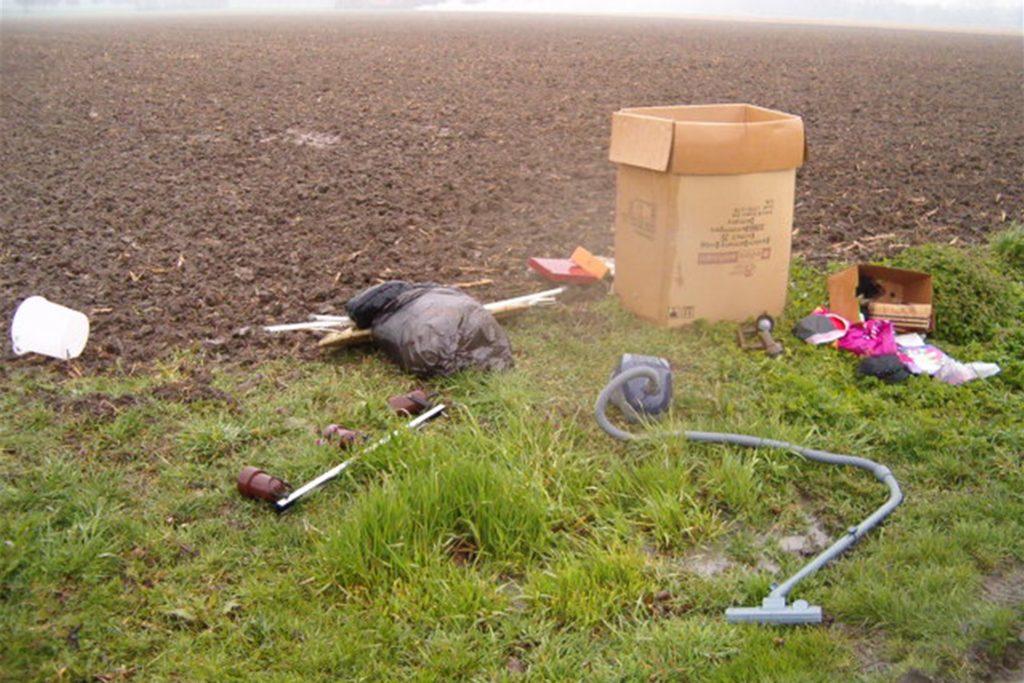 Vor allem in den Außenbereichen der Gemeinde kommt es immer wieder zu der illegalen Entsorgung von Müll in der Natur.