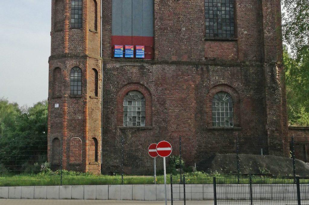 Auch vor der Europawahl 2019 hatte Peter Lipa einige AfD-Plakate am Malakowturm angebracht.