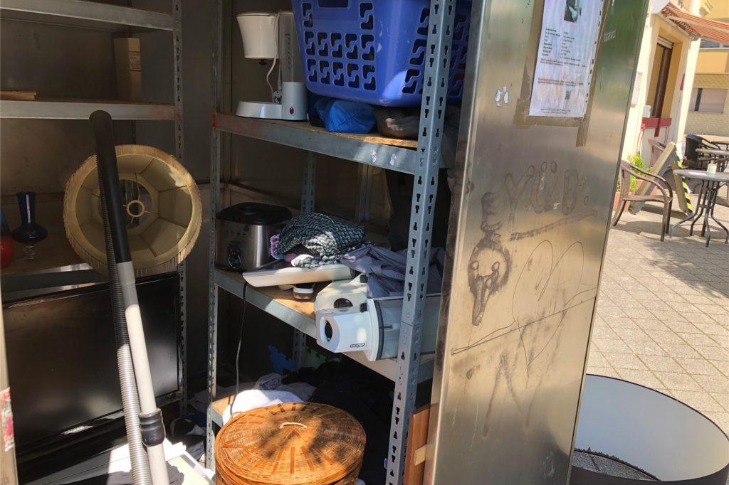 Am 12. August standen u.a. ein Flachbildschirm, eine Kaffeemaschine und ein Staubsauger in der Give-Box.