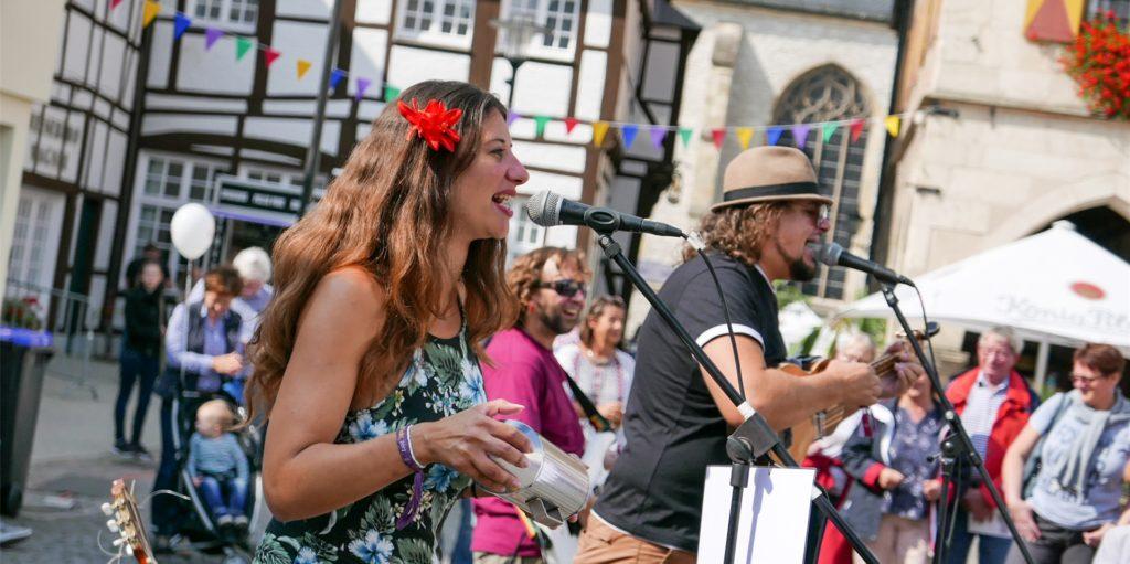In der Freilichtbühne statt in der Innenstadt: Das Duo Palo Santo wird auch bei der alternativen Veranstaltung Straßenkunst in Werne zu sehen sein. Die Künstler waren bereits bei vergangenen Auflagen des Straßenfestivals dabei.
