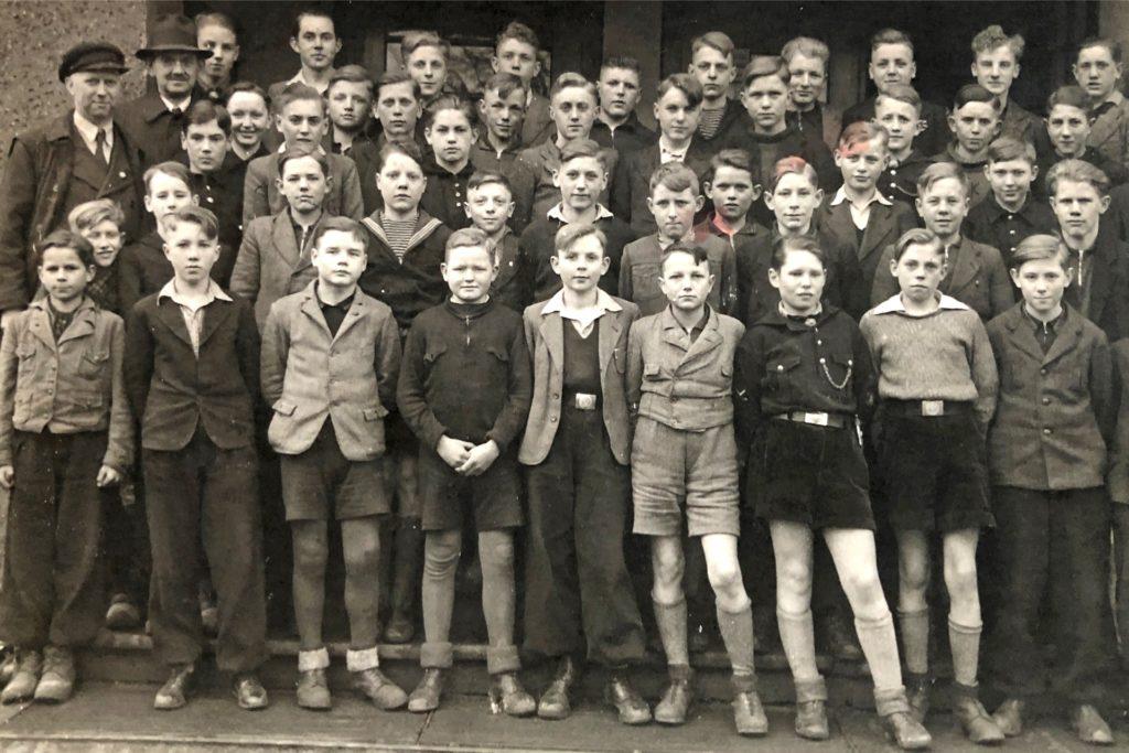 Nach acht Jahren Volksschule wurden Wilhelm Oenning und seine Schulkameraden 1942 entlassen. Fünf der Jungen fielen dann als Jungsoldaten im Krieg.