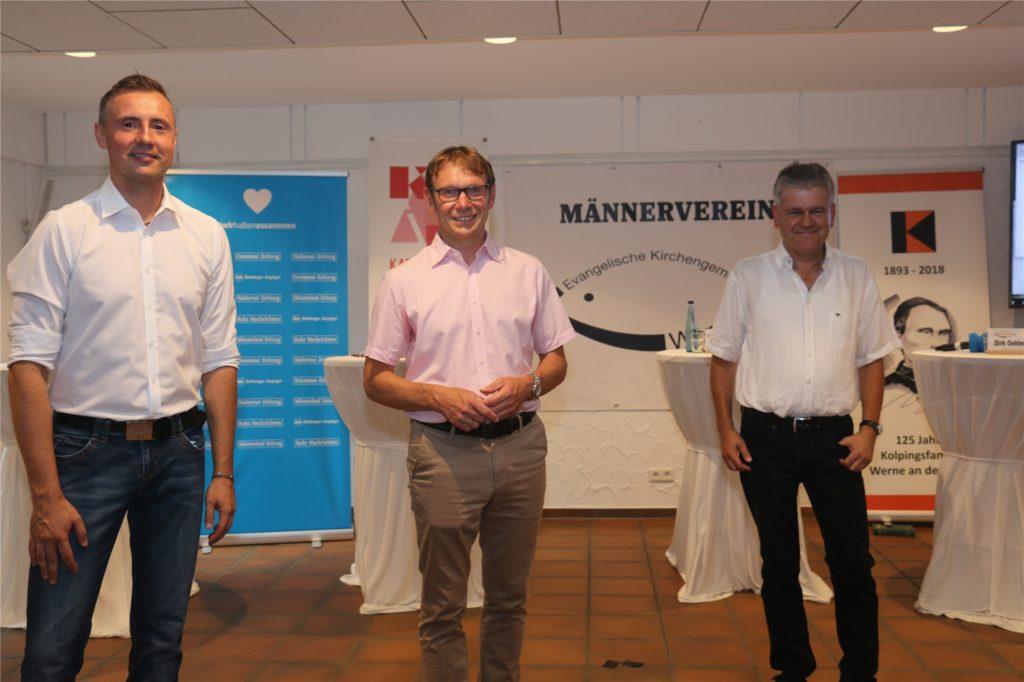 Die drei Kandidaten für den Bürgermeister-Posten Dominik Bulinski (CDU, l.), Lothar Christ (parteilos, M.) und Benedikt Striepens (Grüne) stellten sich der Fragen der Moderatoren und Leser.
