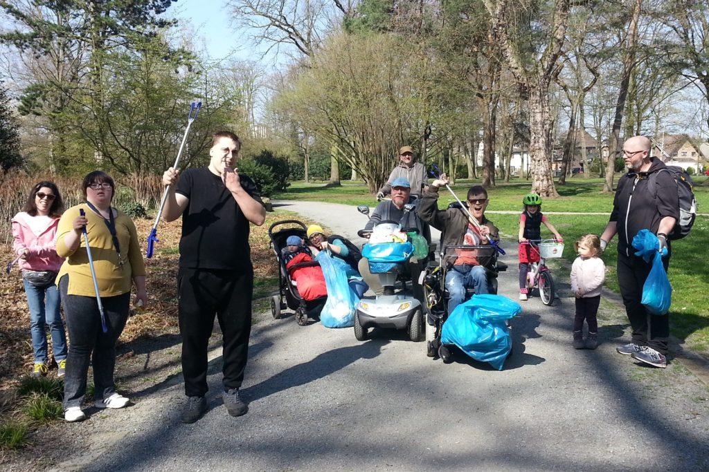 2019 beteiligte sich auch die Lebenshilfe-Hausgemeinschaft in Ickern an der Müllsammel-Aktion. Sieben junge Erwachsene mit einem Handicap, die seit anderthalb Jahren in Ickern wohnen, gehören dazu. Die Hausgemeinschaft besteht aus behinderten und nicht behinderten Personen.