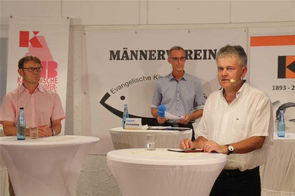 Wernes amtierender Bürgermeister Lothar Christ (l.) mit seinem Kontrahenten Benedikt Striepens (r.) und RN-Redaktionsleiter Jörg Heckenkamp.