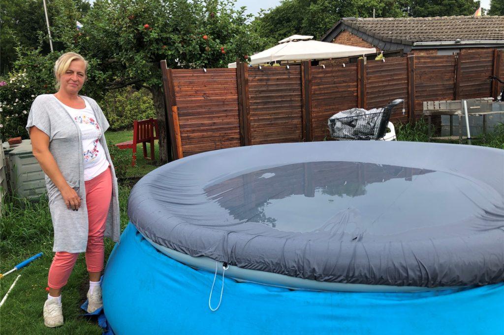 Melanie Froese zeigt ihren eigenen Pool. Den will sie auch im nächsten Jahr wieder aufbauen