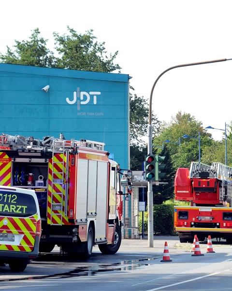 Wegen eines Filterbrandes rückte die Feuerwehr am Mittwochmorgen zur Firma Theile in Villigst aus.