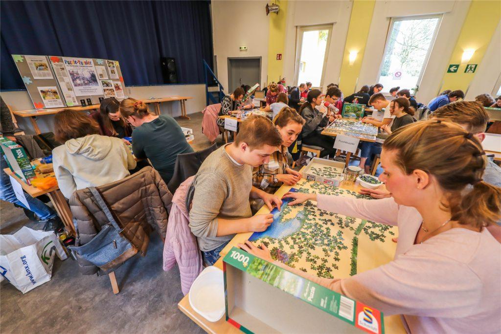 Im März 2020 konnten die Teams noch ihre Köpfe zusammenstecken, 2021 fällt das beliebte Puzzle-Turnier wie auch alle anderen Veranstaltungen im Karl-Exius-Haus aus.