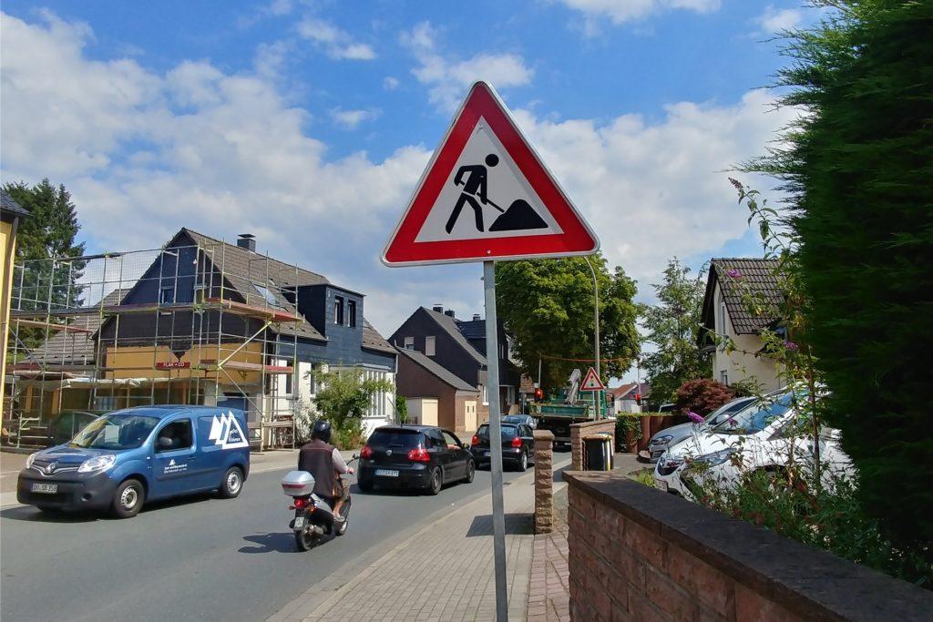 Viele Autofahrer suchen sich aufgrund der teils gesperrten Schüruferstraße Schleichwege, um ans Ziel zu kommen. Doch so erhalten teilweise Anwohner aus Nebenstraßen Knöllchen.