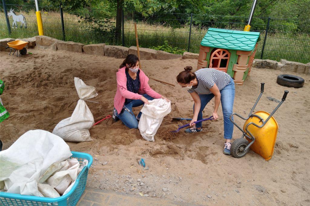 Für die Sandsäcke musste der hauseigene Sandkasten herhalten.