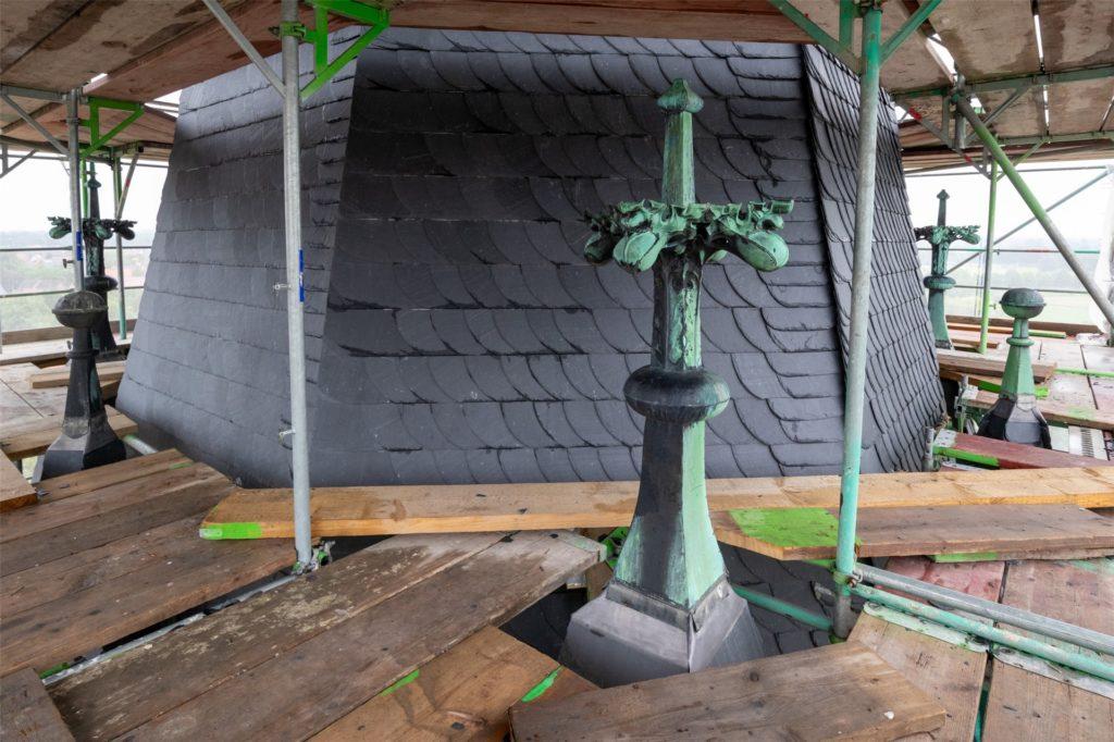 Der Kirchturm wurde komplett neu mit Naturschiefer eingedeckt.