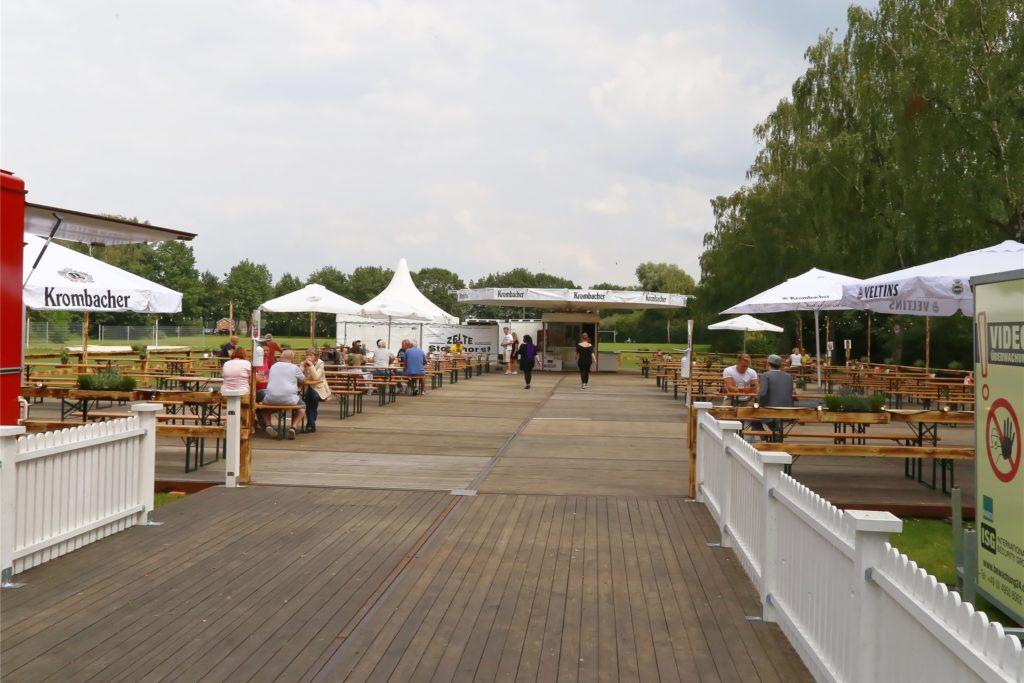 Der Schlossbiergarten Ahaus wird genauso aufgebaut, wie vor ein paar Wochen der Pop-Up-Biergarten im Stadtlohner Losbergpark.